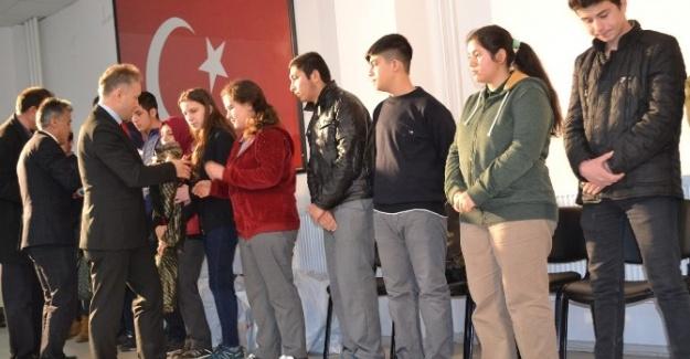 Korkuteli'de başarılı öğrencilere ödül