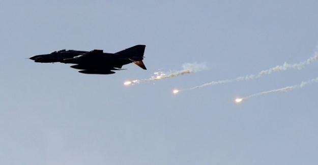 ABD, El Kaide'yi bombaladı: 4 ölü