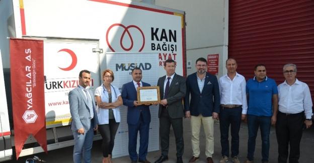 """MÜSİAD İzmir'den """"güvenli kan teminine"""" destek"""