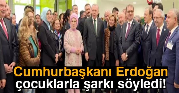 Cumhurbaşkanı Erdoğan Çocuklarla Şarkı Söyledi
