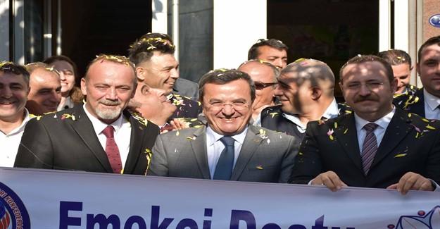 İzmir'de Ziyaretler Son Hız Devam Ediyor