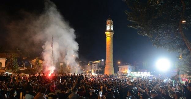 Yeni Çorumspor'un 2. lige yükselmesi kentte büyük sevince neden oldu