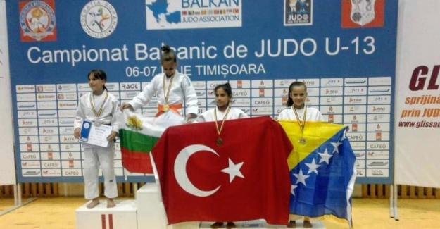 Yunusemreli sporcu Balkan 3'üncüsü oldu