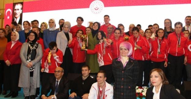 Aile, Çalışma ve Sosyal Hizmetler Bakanı Selçuk'tan engellilere atama müjdesi