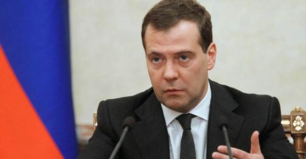 Medvedev partisinin genel başkanlığına devam edecek