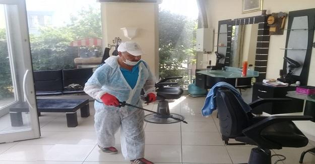 Yunusemre'de kuaför ve berberler dezenfekte ediliyor