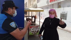 İkinci kez maske kuralını ihlal eden kadından polise pişkin sözler