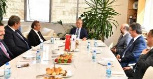 Başkan Kocaoğlu, ESİAD'ın yeni yönetimiyle bir araya geldi