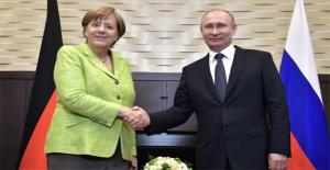 Masada Türkiye var... Putin ve Merkel görüştü