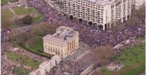 Milyonlar Brexit için sokağa döküldü