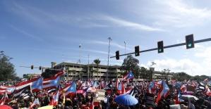Porto Rikoda yüz binler valinin...