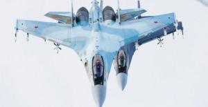 SU-35'in antrenman uçuşu nefes kesti