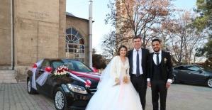 Sosyal medyadan Mercedes gelin arabası isteyen çifte başkandan sürpriz jest
