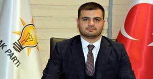 AK Parti İzmir Gençlik Kolları Başkanı Eyyüp Kadir İnan; 'Gençlik eve sığar'