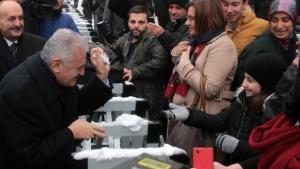 Başbakan Yıldırım, Kartopu Oynadı